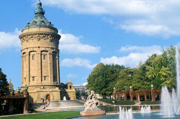 Sehenswürdigkeiten Hessen Turm Wasserspiele