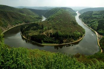 Ausflugsziele Saarland berühmte Saarschleife bei Mettlach